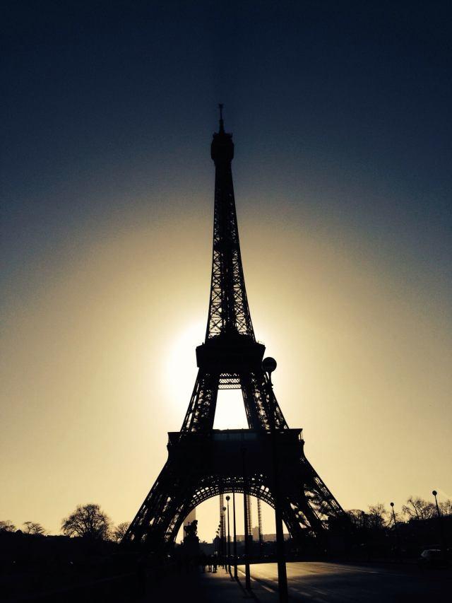 La tour eiffel, contrejour du  Dimanche matin (c) Arnaud Thuillier