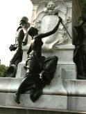Femme nue mais toujours armée