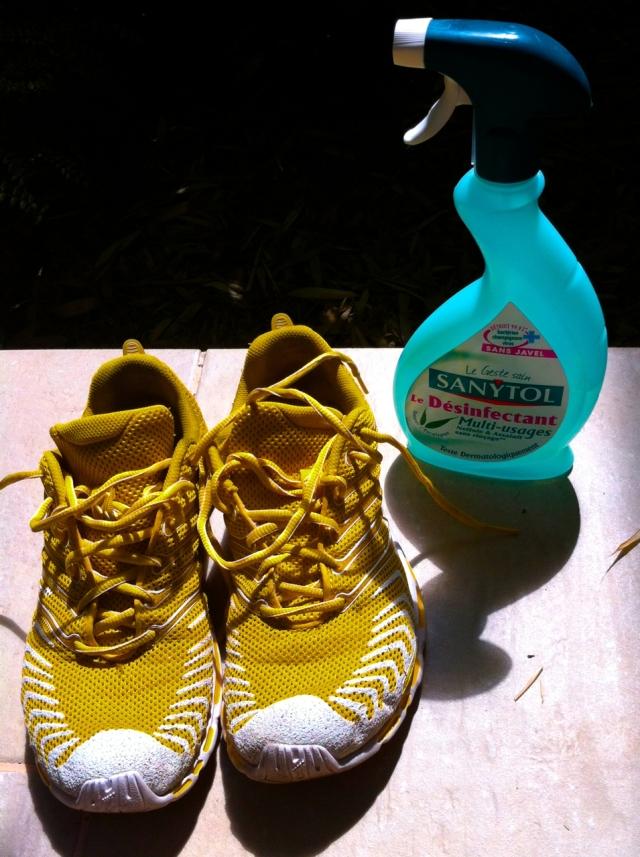 Quand on court sans chaussettes, il faut être créatif ...