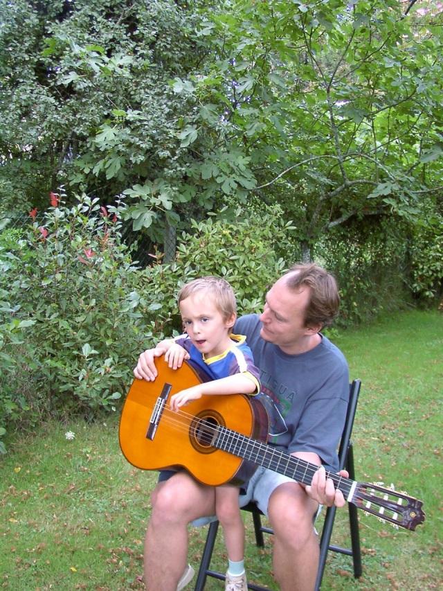 Premier contact avec une guitare ...