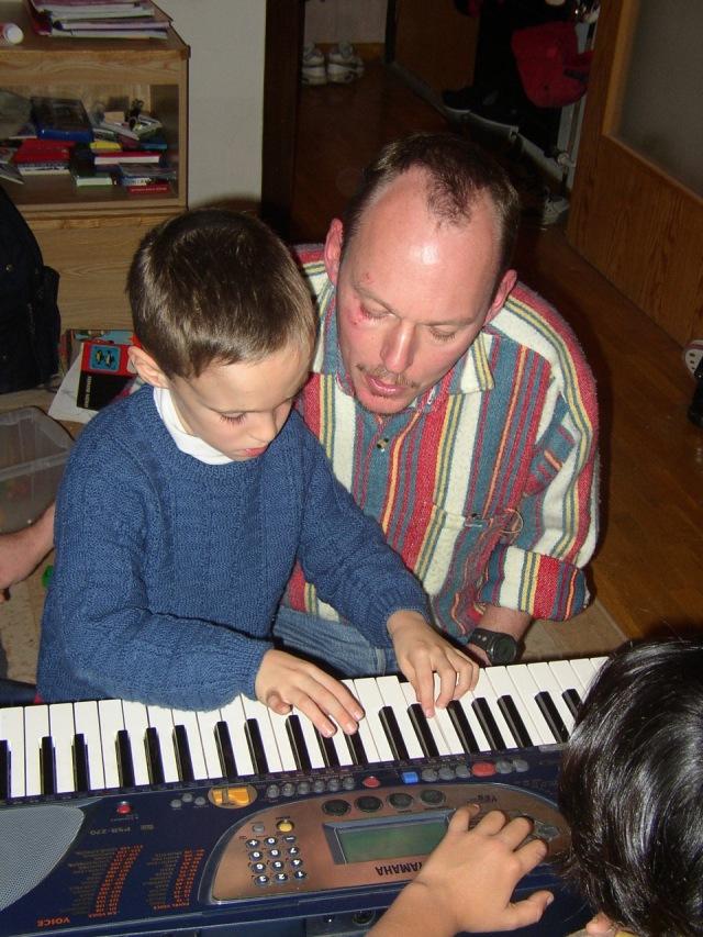 Premiers pas au clavier avec Papa