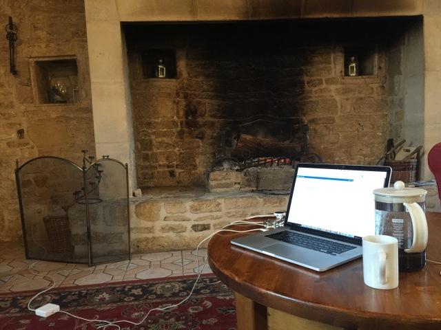 Télétravail médiéval (wifi included) au ras du sol